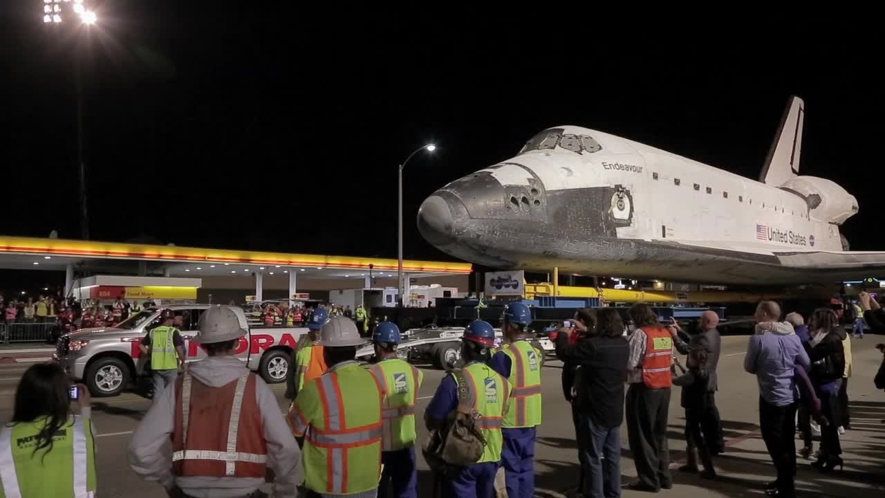 Toyota Tundra Tows the Space Shuttle Endeavour