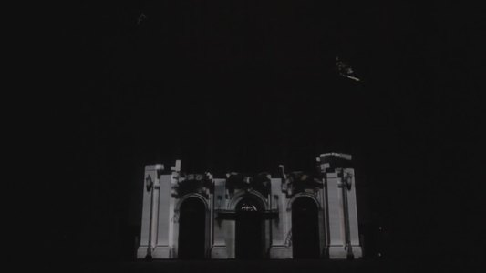 VIDEO: Un espectáculo de luz y sonido recrea el incendio que asoló el Tribunal Supremo en 2015