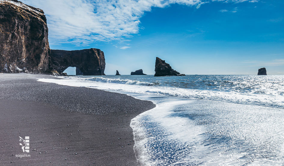 black_sand_beaches_Iceland_2