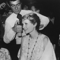 vidal-sassoon-cutting-mia-farrow-s-hair